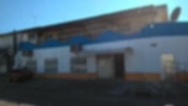 fachada azul e laranja mercado
