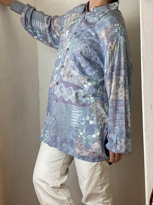 Gender neutral 90s shirt