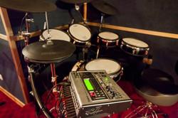 Recording studio.Drums midi+Roland