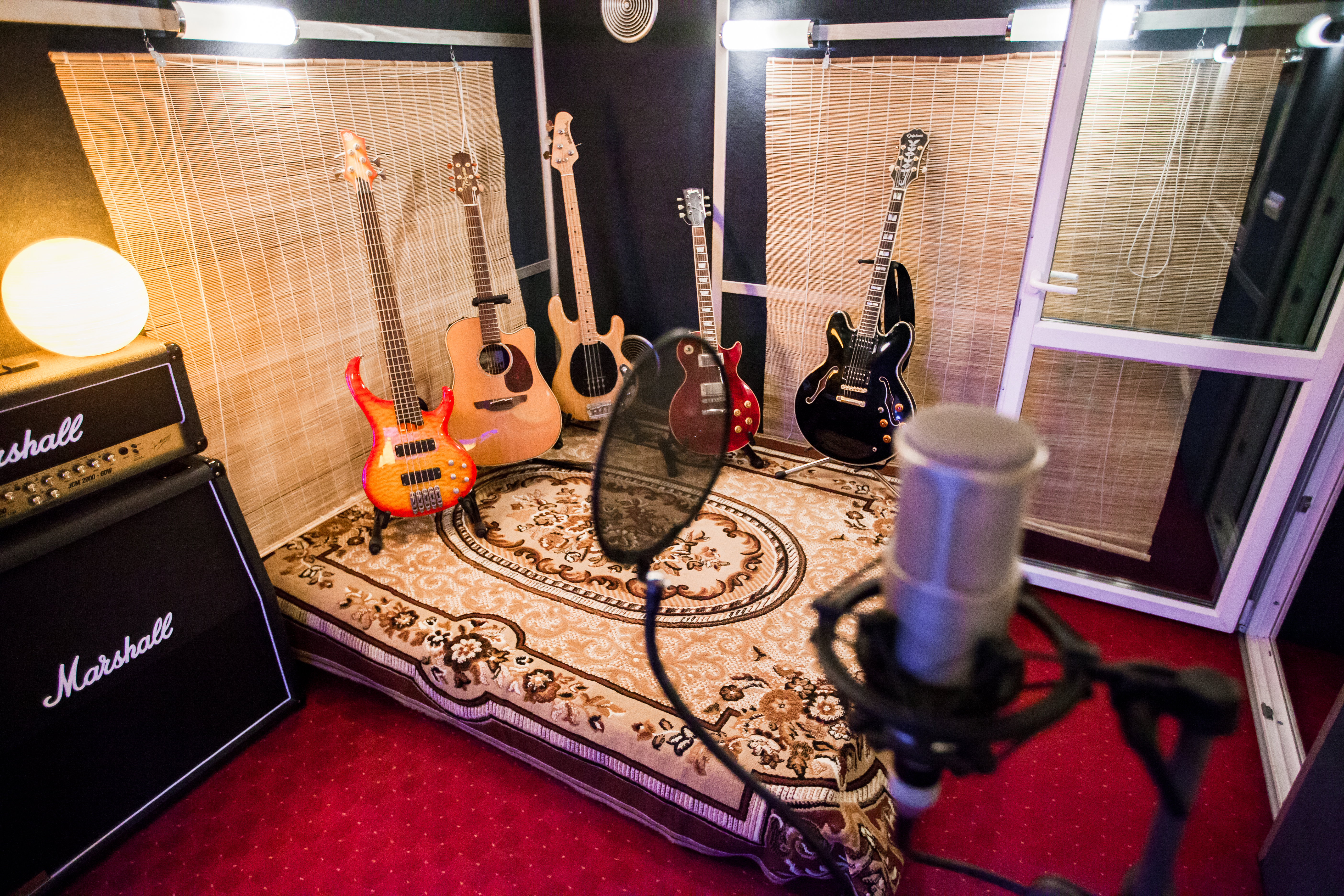 Звукозаписывающая студия. Тон Кабина
