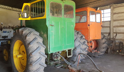 Dos tractores