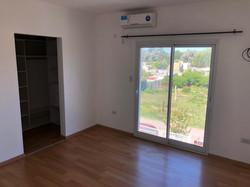 habitación_principal_con_puerta_balcón
