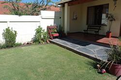 jardín anterior al quincho