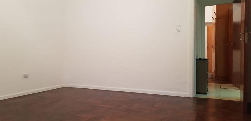 habitación_frente_y_pasillo