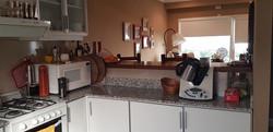 cocina vista hacia el comedor