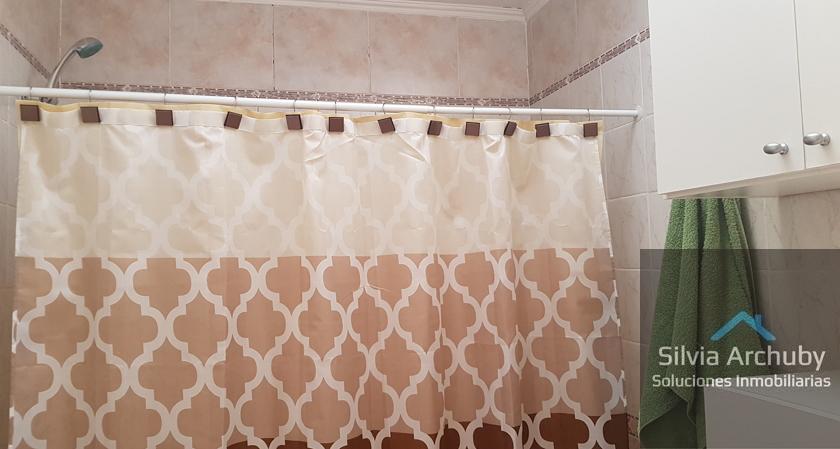 amplio_baño_planta_alta_con_bañera
