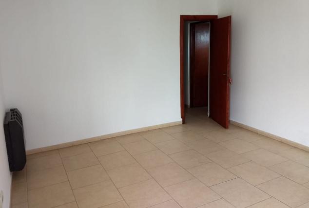 estar_y_puerta_hacia_pasillo_destribuido