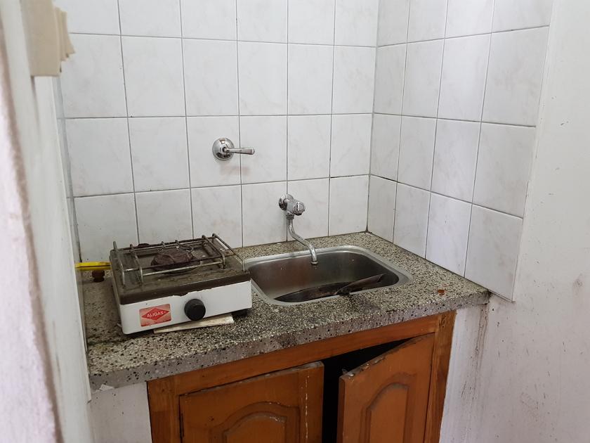 área pequeña de cocina - local