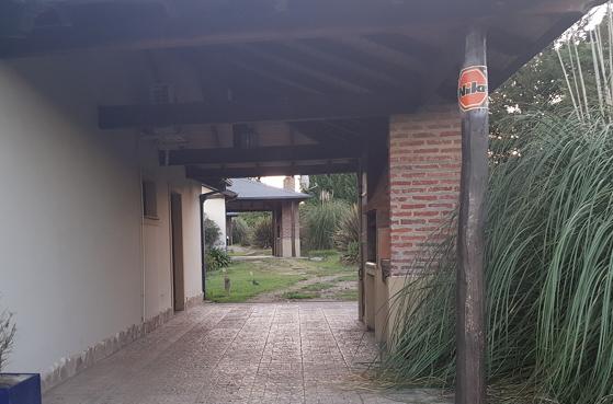 estacionamiento_techado_en_cada_cabaña