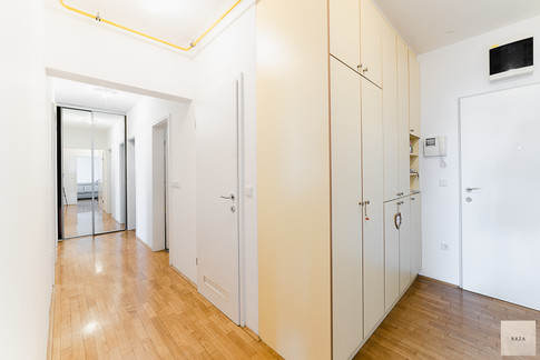 hodnik-z-garderobnim-prostoromjpg
