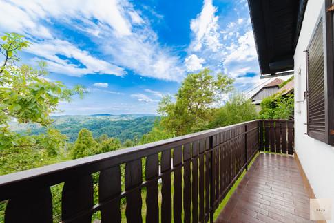 pogled-iz-balkonajpg