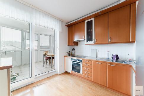 kuhinja-z-izhodom-na-zaprt-del-teraseje