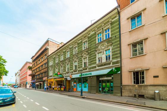 zunanjost-stavbe.jpg
