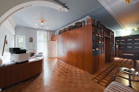 prostoren-hodnik-s-sprejemno-pisarnojpg