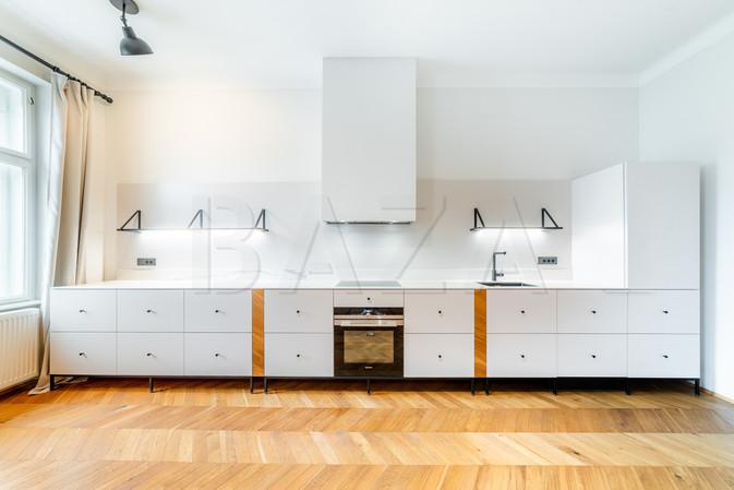 udovita-in-svetla-kuhinja.jpg