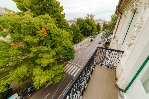 balkon-s-pogledom-na-ubievo-ulico.jpg