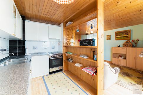 kuhinja-z-dnevno-bivalnim-prostoromjpg
