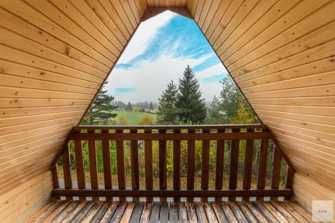 balkon-s-pogledom-na-naravojpg