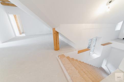 stopnice-v-spodnje-nadstropjejpg