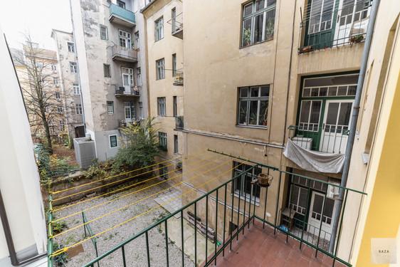 balkon-s-pogledom-na-notranji-atrijjpg