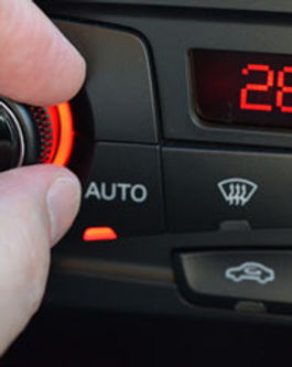 חם בקיץ מיזוג אוויר לרכב ברחובות