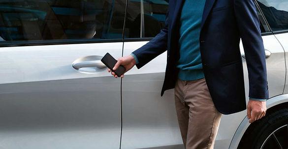 פתיחת רכב עם אייפון.jpg