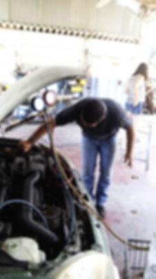 בדיקת לחץ גז במזגן רכב