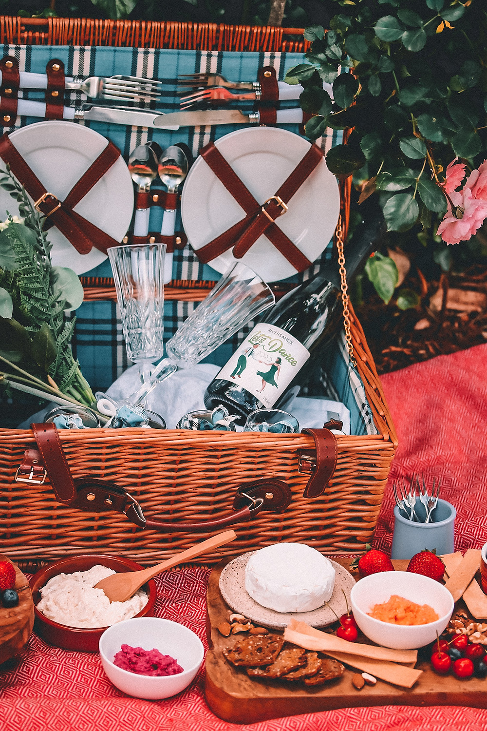 Romantic picnic with champagne and nibbles