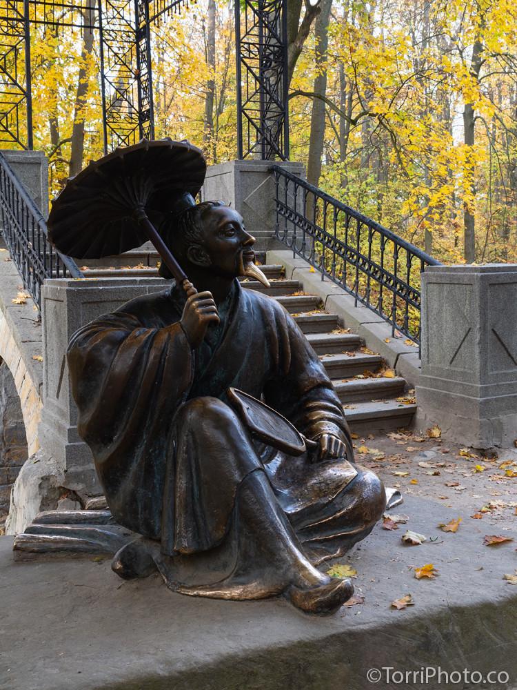 Бронзовая скульптура китаец