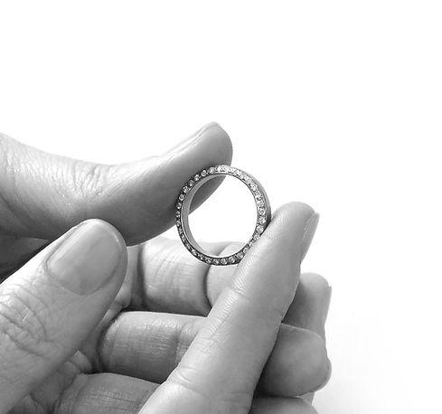 timantti kihlasormus