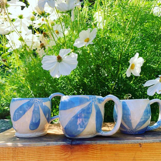 Happy Mugs in blue