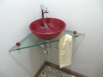 משטח זכוכית קנט חלק עם חור למגבת לפינה או נישה