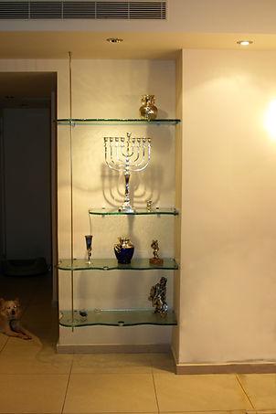 משטח זכוכית צורני מסותת לקיר ישר