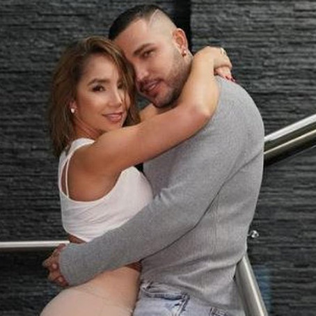 Mostrando anillos, Jessi Uribe y Paola Jara confirman compromiso