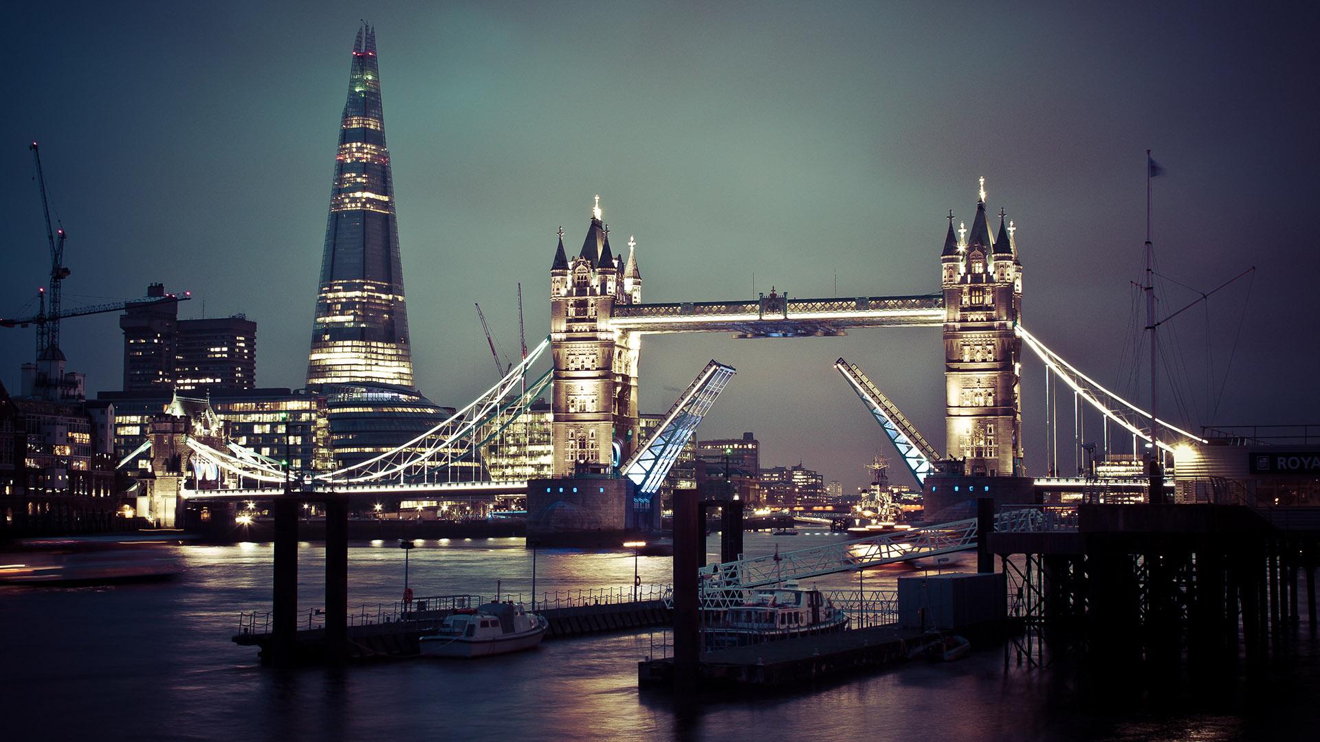 London-City-At-Night-12.jpg