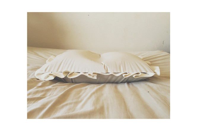 SERENIDADE (2019) Travesseiro de gesso 60x40x45cm
