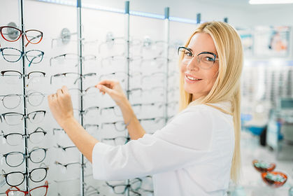 female-optometrist-shows-glasses-in-opti