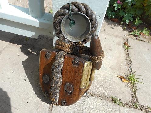 Breeches buoy pulley block