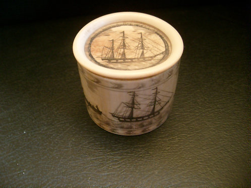 No.63 Whalebone pot with lid
