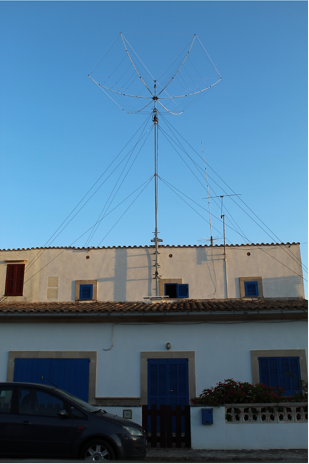 EA6AMM Website, EAxBeam antenna, mast deployed and guyed (12 dyneema guys).PNG
