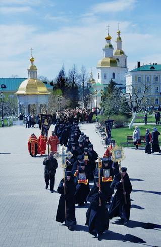 Крестный ход в Дивеево накануне 9 мая