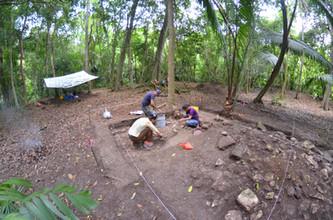 Excavaciones frente a (este de) la Estructura 119-2, UCA13B-8
