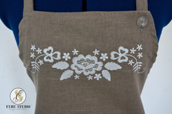 Linane_valge_tikandiga_põll2_EyreStudio_embroidery_apron