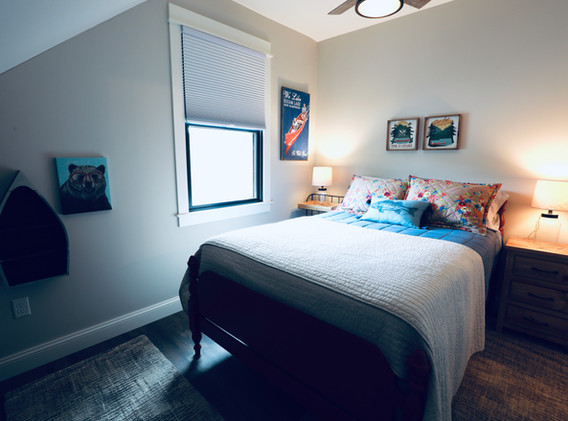 Full Bed + Twin Bed overlooking little Squam
