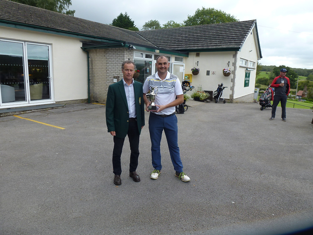 Captain Steve Abbott presented the Division 1 Club Championship to Phil Mashiter with a Gross score over 36 holes of 146.