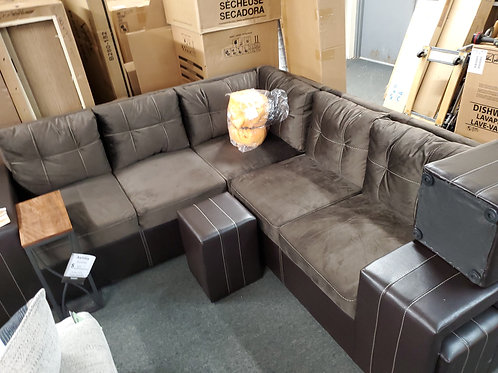 Chocolate sectional w/ 4 ottomans