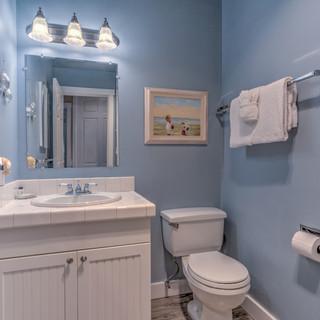 Unit 21 Guest Bath.jpg