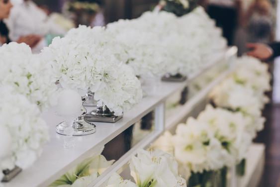 modern-decor-at-wedding-reception-in-res