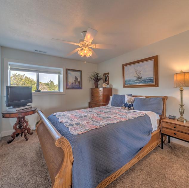 Condo 41 Guest Bedroom.jpg