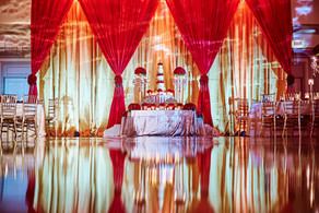 beautiful-reflection-of-wedding-cake-and